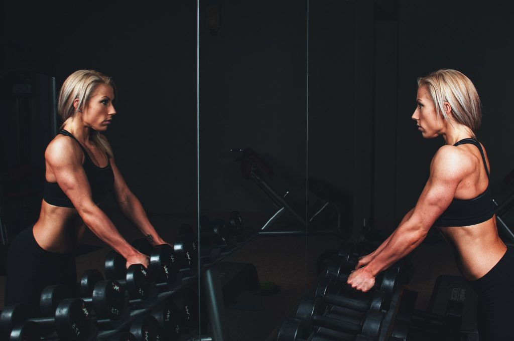 woman train in front of mirror